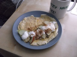 Apple omlette with yogurt saue